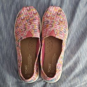 Toms girls size 4